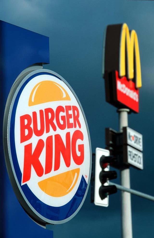 画像: バーガーキング、「マクドナルドで注文を」と異例のお願い