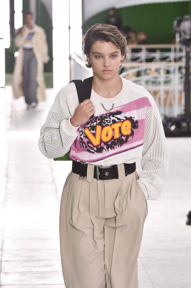 画像: セレブが着用するルイ・ヴィトンのニットとは?