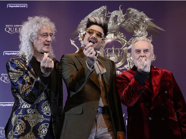 画像: クイーン+アダム・ランバート、公演前の楽屋で集合して行なっていたこととは? - フロントロウ -海外セレブ情報を発信