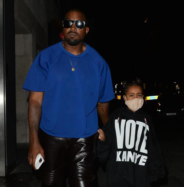 画像: カニエとカニエの大統領選のグッズを着る娘のノース・ウェストちゃん。