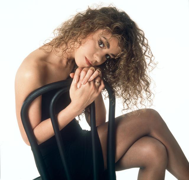 画像: 1990年、アルバム『マライア・キャリー』でデビューした当時のマライア。