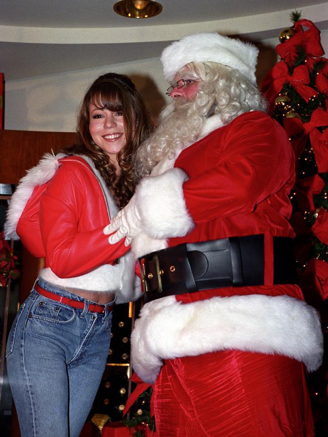 """画像: 「恋人たちのクリスマス」はリリースから25年が経った2019年に全米シングルチャート1位を獲得し、""""最も時間をかけて1位を獲得した曲""""など、多くの記録を作った。"""