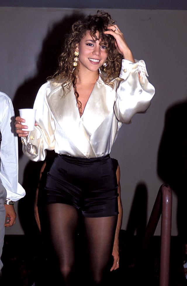 画像: 「エモーションズ」を歌った1991年のMTVビデオ・ミュージック・アワード会場にて。マライアは同アワードで、音源として残っているものとしては史上最も高いノートを出したという逸話がある。
