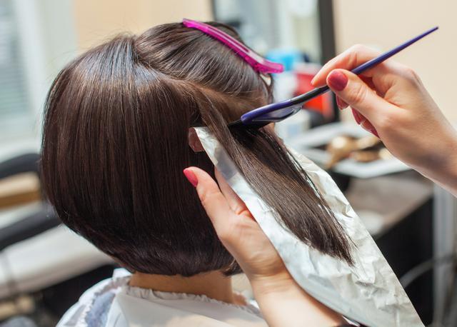 画像: テク3.ヘアカラーで動きのある髪に
