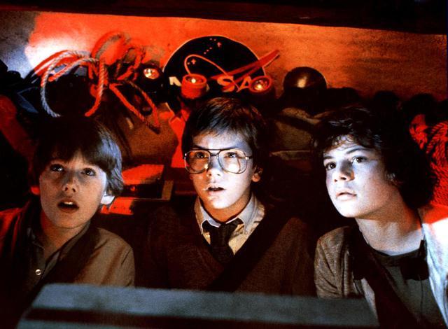 画像: 『エクスプロラーズ』のイーサン(左)とリヴァー(中央)。 ⓒUnited Archives/Impress/United Archives/Newscom
