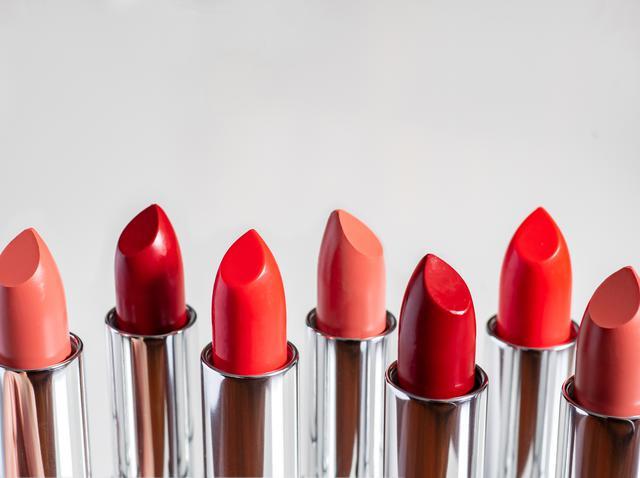 画像: 自分に合う赤&ヌードカラーを見つけるには?