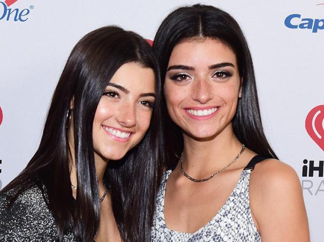 画像: チャーリーと姉のディクシー・ダミリオ。ディクシーは、ワン・ダイレクションのメンバーのリアム・ペインとのコラボクリスマス曲「Naughty List」を11月頭に発売。