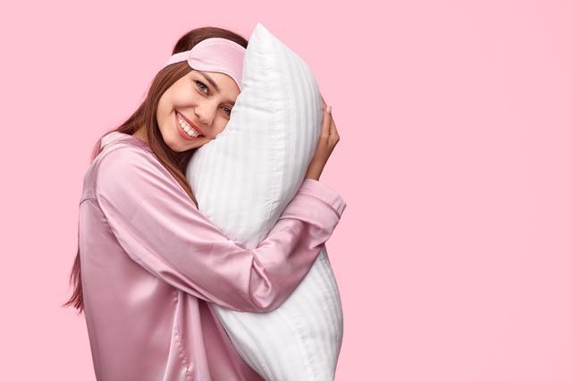画像: 横向きやうつ伏せで寝るのを避ける