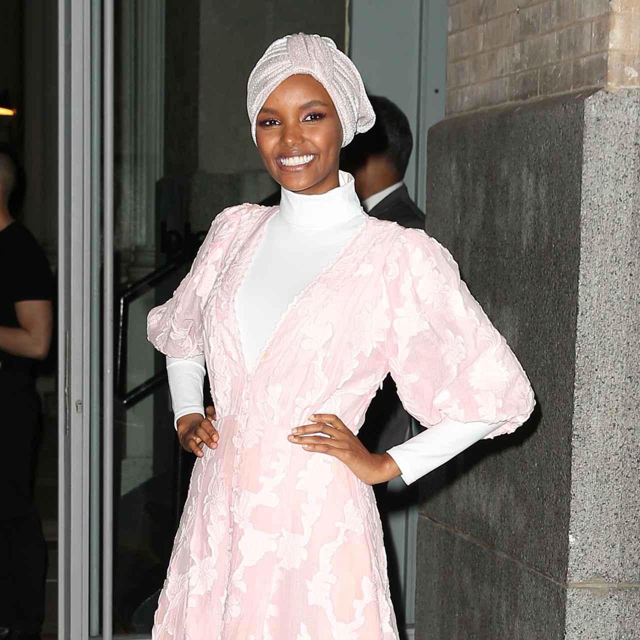 画像1: ヒジャブを被ったモデルとして注目を集める
