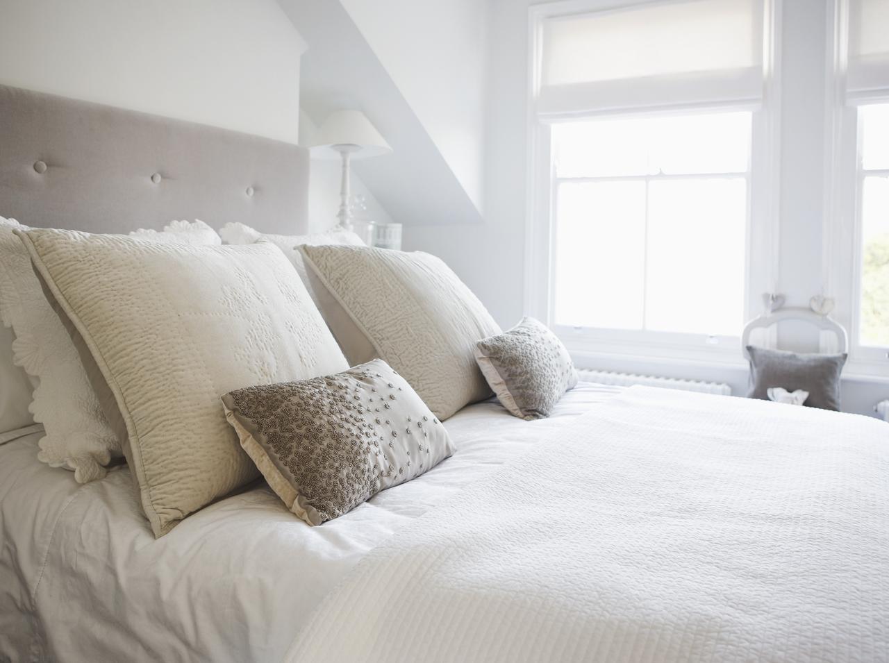 画像: 肌に負担をかけない枕を選ぶ