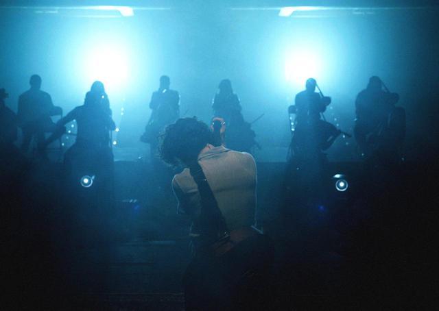 画像2: ショーン・メンデスがオンラインライブで美しい歌声を響かせる