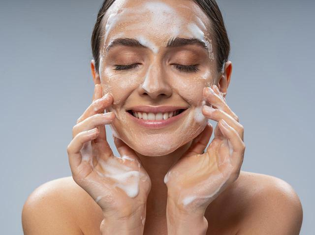 画像: コツ2.肌がつっぱる場合は、洗顔料を見直す
