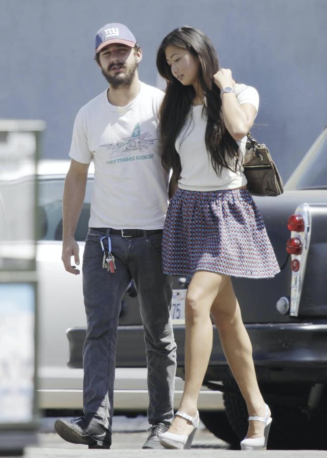 画像: 2011年、交際当時のシャイアとキャロリン。