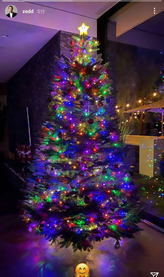 画像: セレブが続々とクリスマスツリーを公開