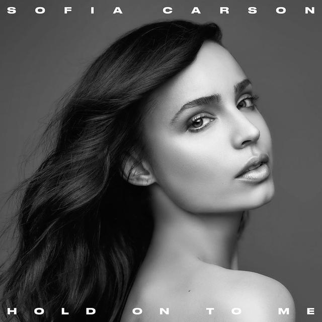 画像: ソフィア・カーソンが新曲「Hold On To Me」をリリース