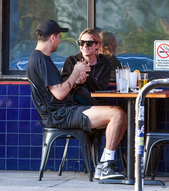 画像: 今年10月にロサンゼルスで一緒にいるところを目撃されたGイージーとアシュレイ。