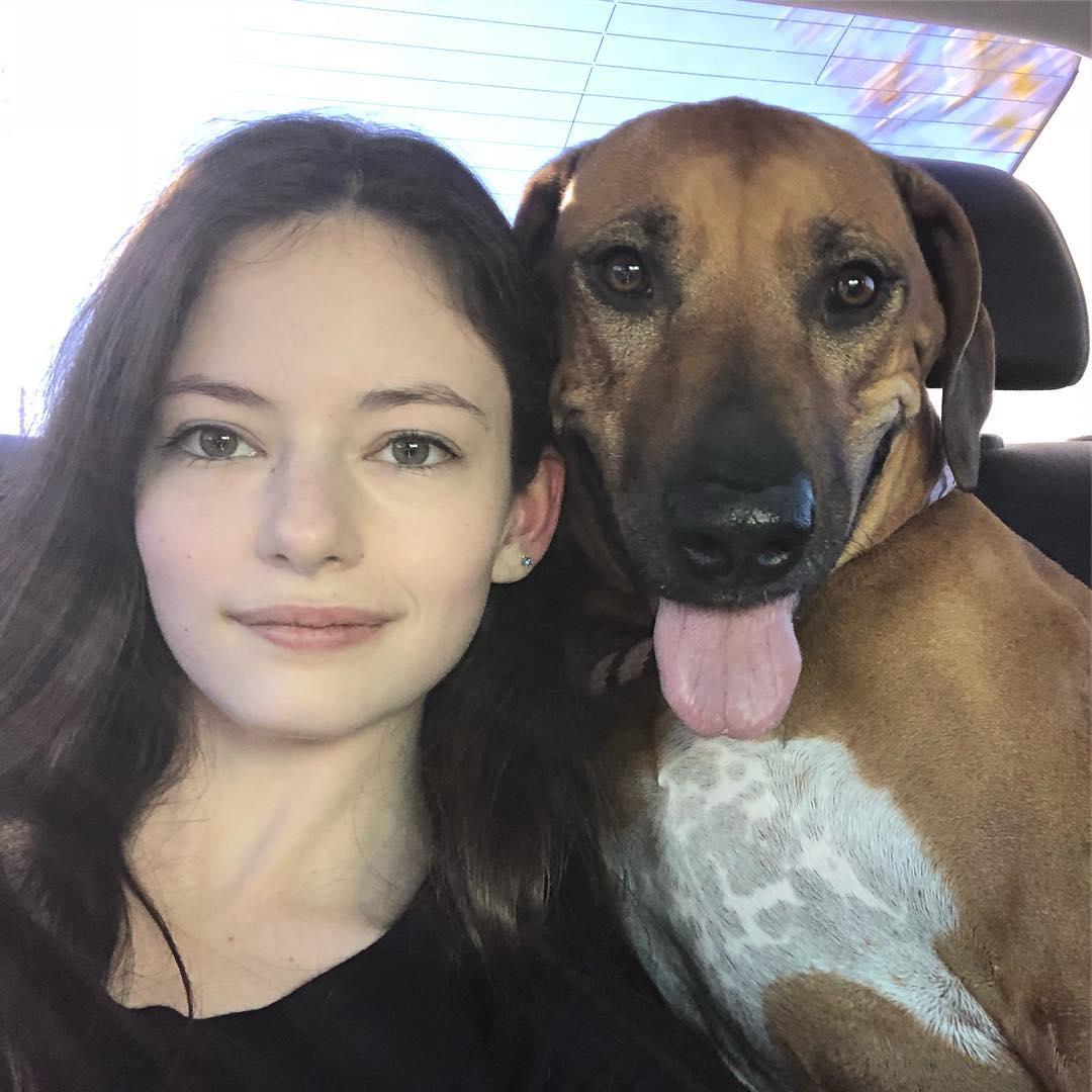 画像: 愛犬のファイアーフライは小さい頃から一緒に育った親友。