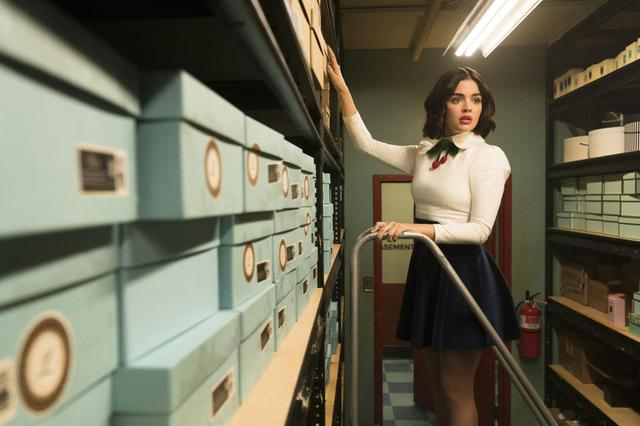 画像: 主人公ケイティ・キーンは高級デパートLacy'sで働く。