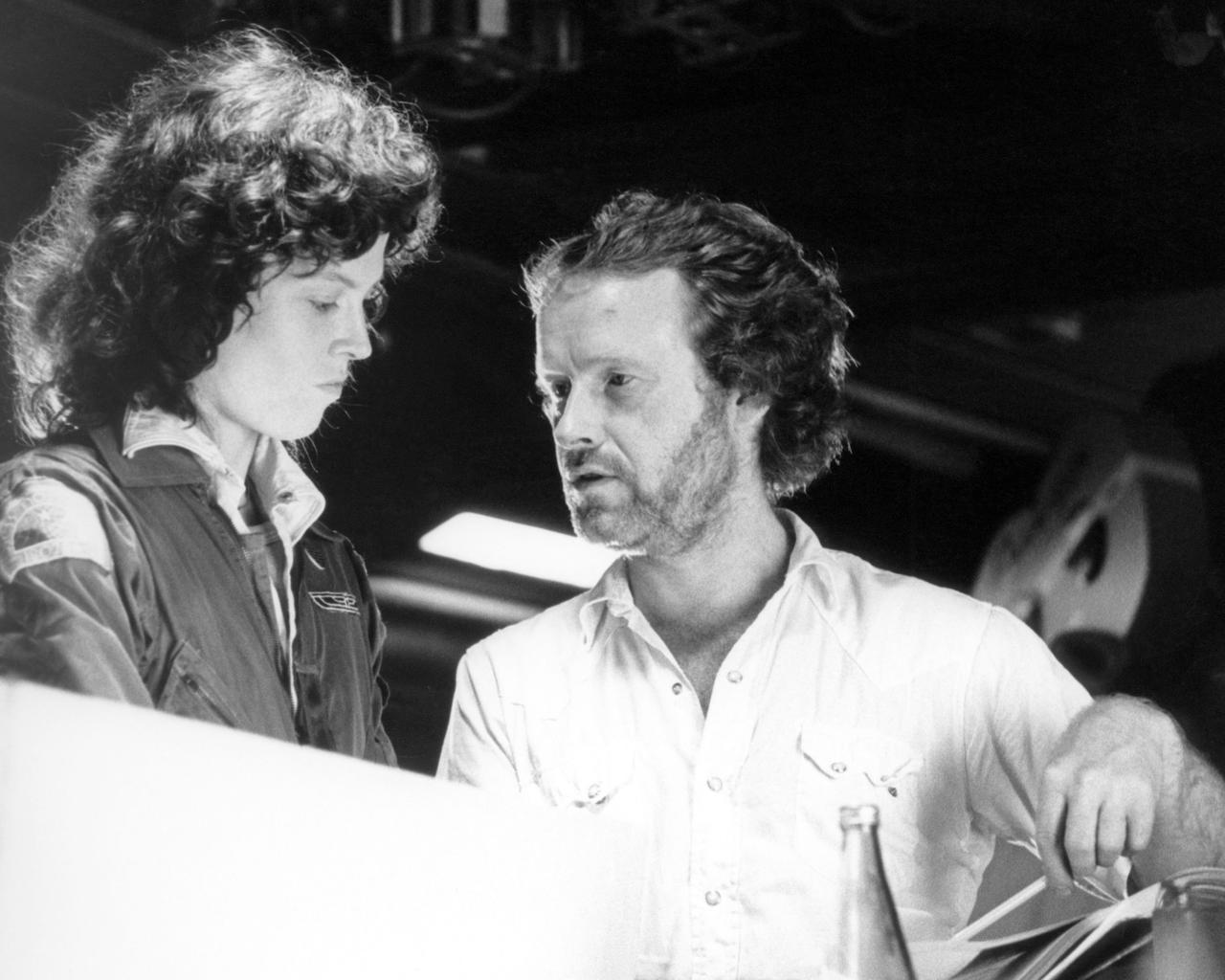 画像: シガニー・ウィーバー(左)、リドリー・スコット(右)