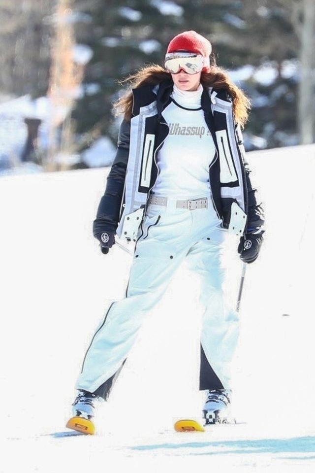 画像1: ベラ・ハディッドの最新スキーウェア