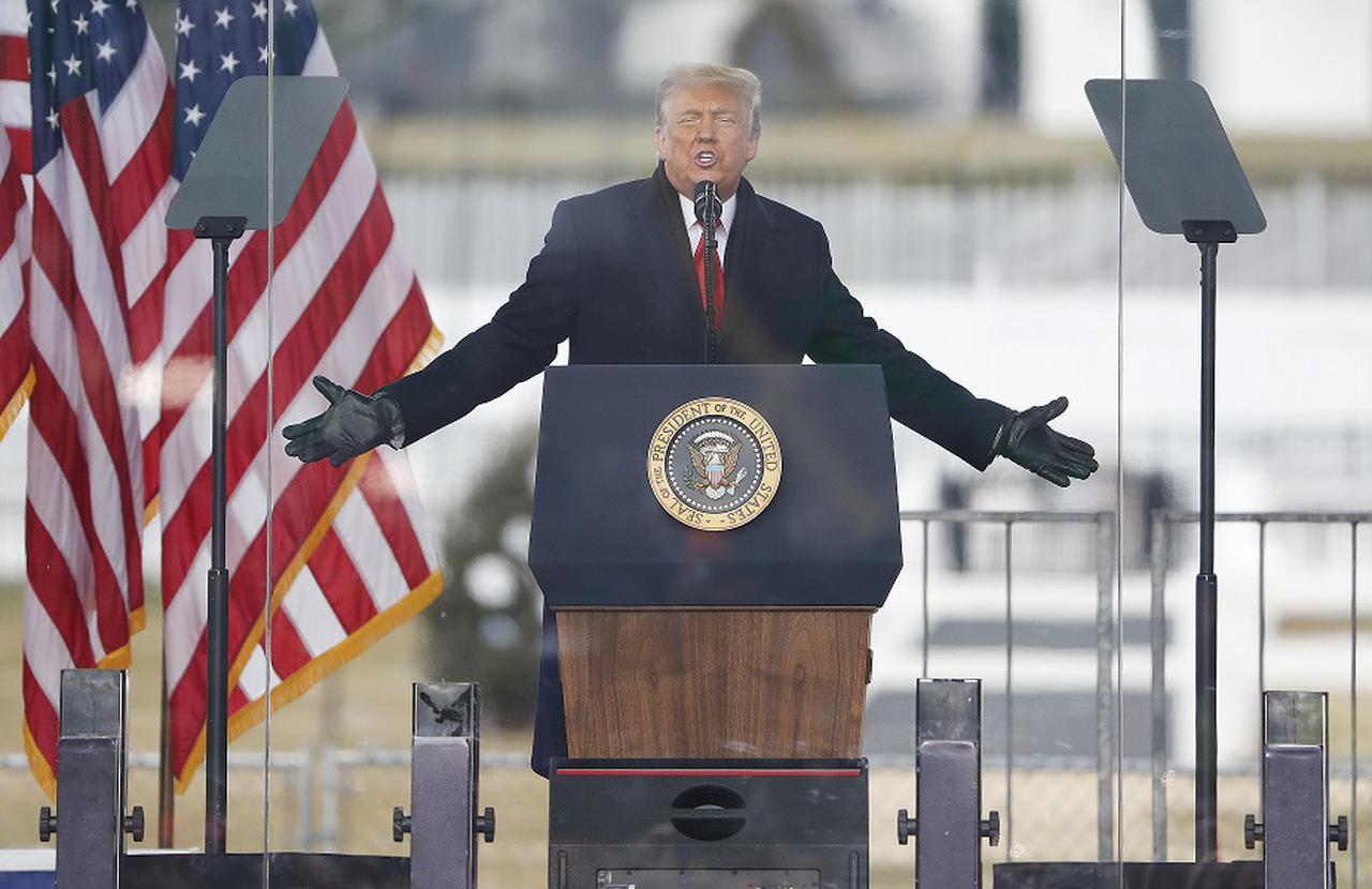 画像: トランプ大統領がビデオメッセージ「家に帰りなさい」