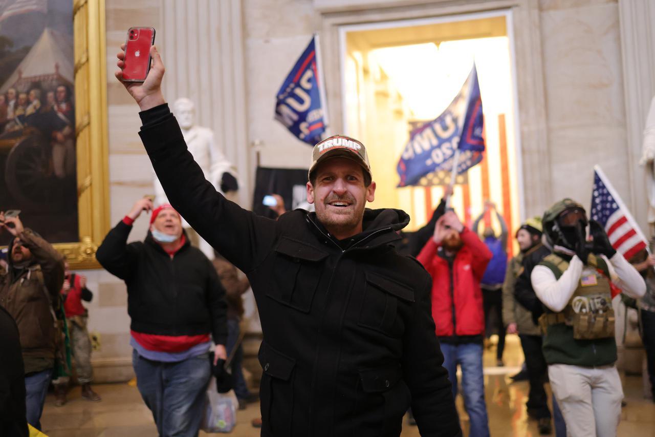 画像1: トランプ大統領の支持者が米国会議事堂に侵入