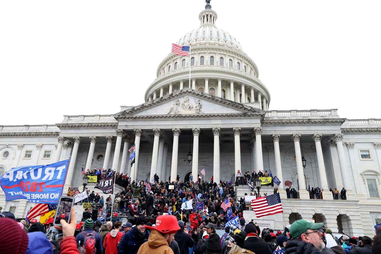 画像2: トランプ大統領の支持者が米国会議事堂に侵入