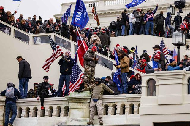 画像3: アメリカ連邦議会の議事堂が占拠される