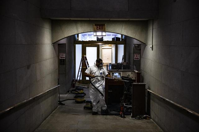 画像7: 一夜明け…、議事堂内の様子