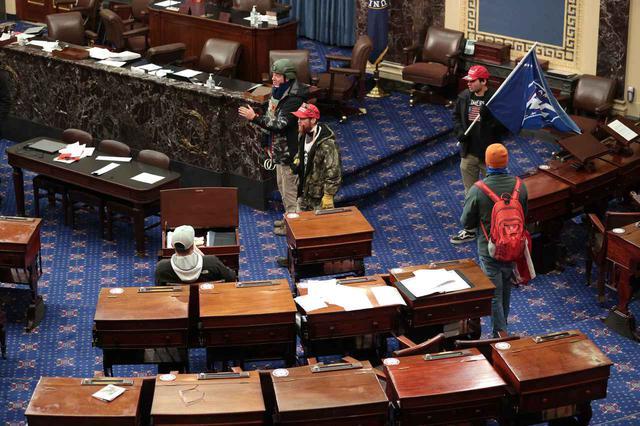 画像4: アメリカ連邦議会の議事堂が占拠される