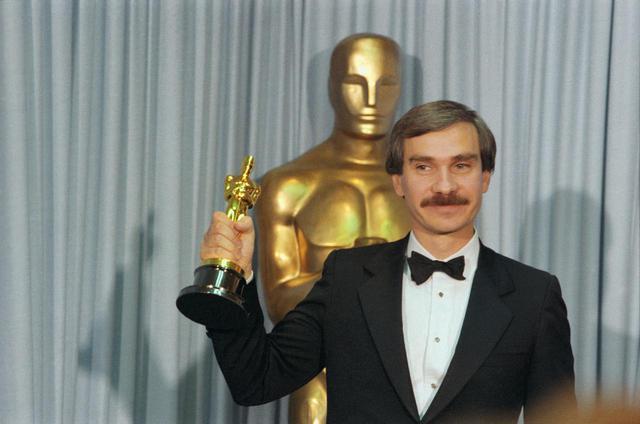 画像: 1984年に、ドキュメンタリー映画『He Makes Me Feel Like Dancing』でアカデミー賞を受賞した時のエミール・アルドリーノ監督。