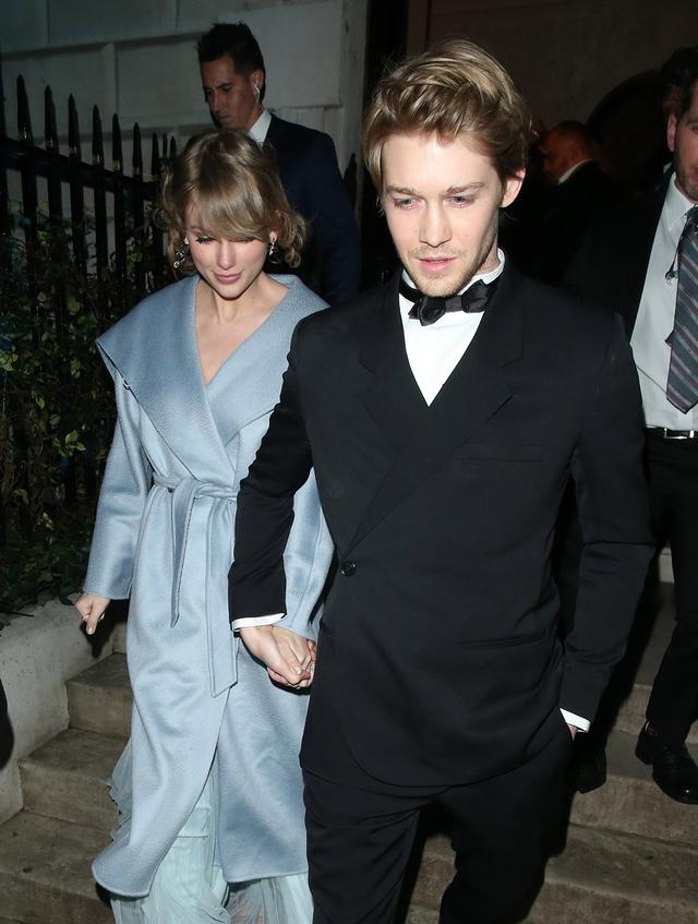 画像: 2019年、ロンドンで開催された英国アカデミー賞のアフターパーティーをそろって後にするテイラーとジョー。