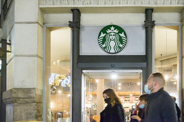 画像1: スターバックス店員が「くまのプーさんフラペチーノ」を考案