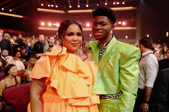 画像: リゾとリル・ナズ・X。写真は2019年のグラミー賞の客席にて。