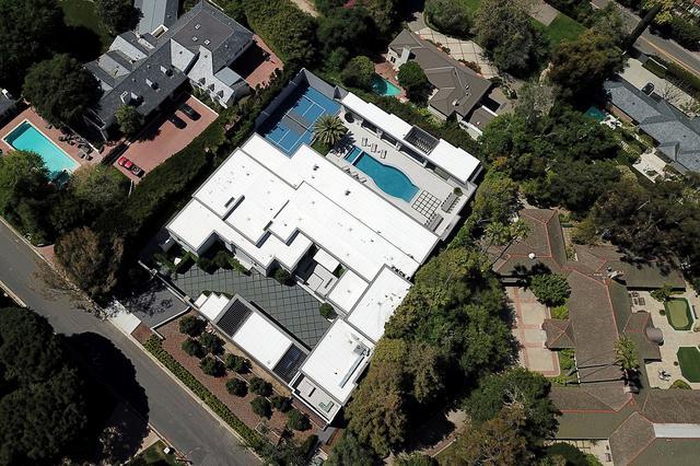 """画像: カイリー・ジェンナー、37億円豪邸の""""弱点""""が明るみに"""