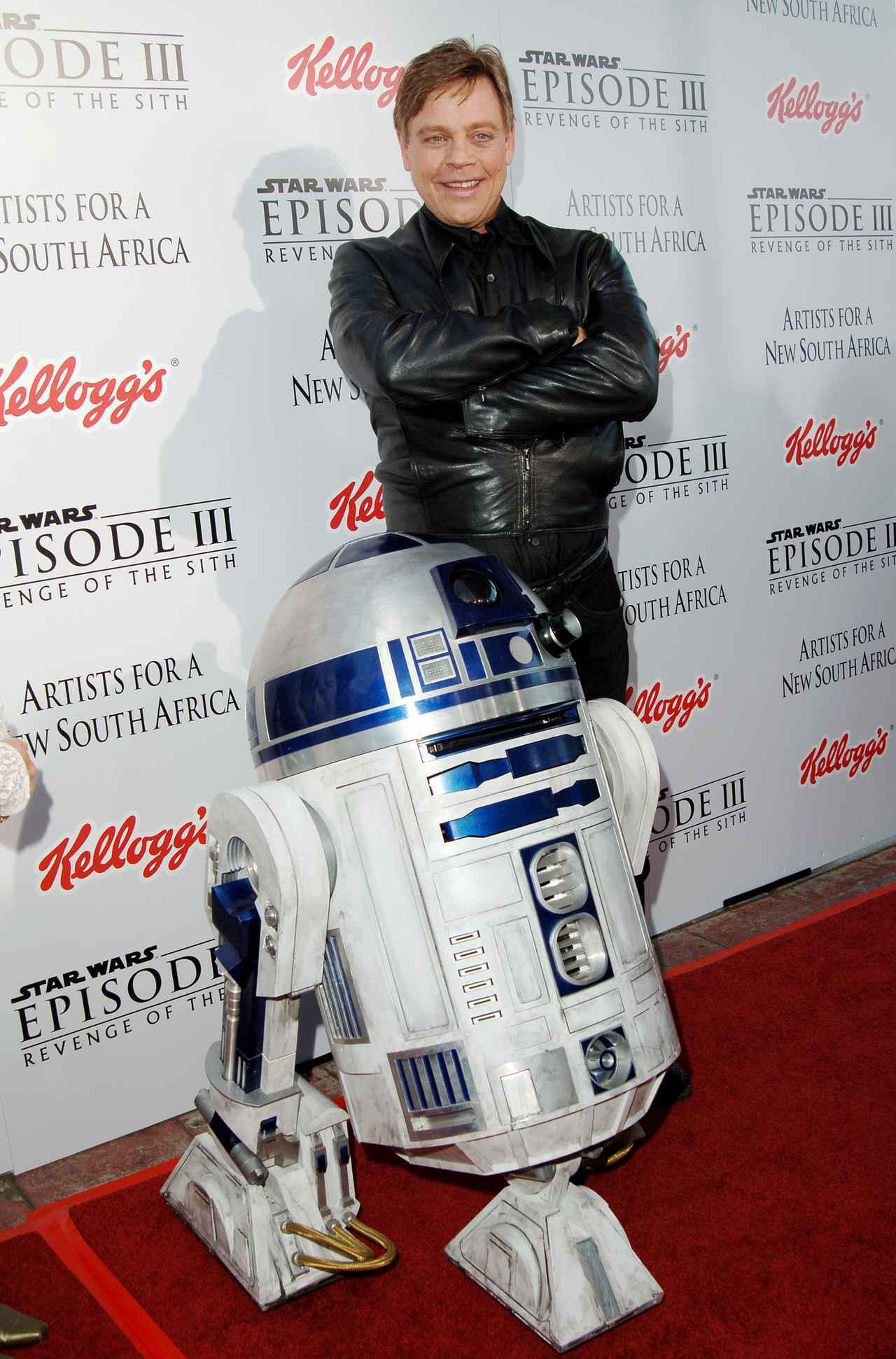 画像: 2005年に撮影されたR2-D2とルーク・スカイウォーカー役のマーク・ハミル。