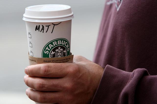 画像: 過去にカップに差別的な表現や名前を書いて問題になったことも