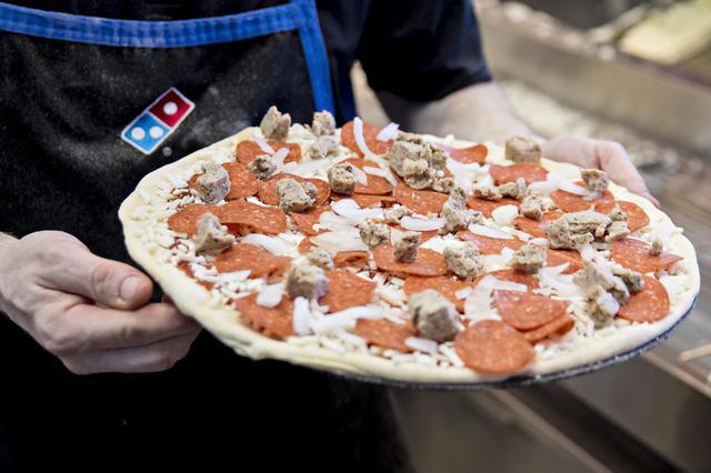 画像: イギリスのドミノ・ピザでは「全部のせ」ができない!?