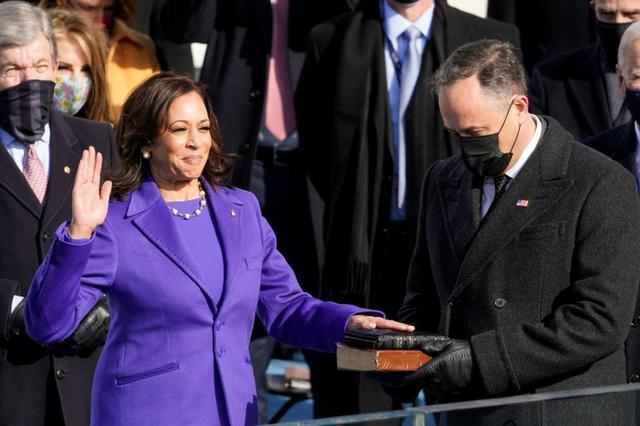 画像: カマラ・ハリス副大統領もSNSのプロフィール欄にて自身のプロナウンはshe/herであると明記するなど、プロナウンの明示のノーマライズに積極的に参加している。