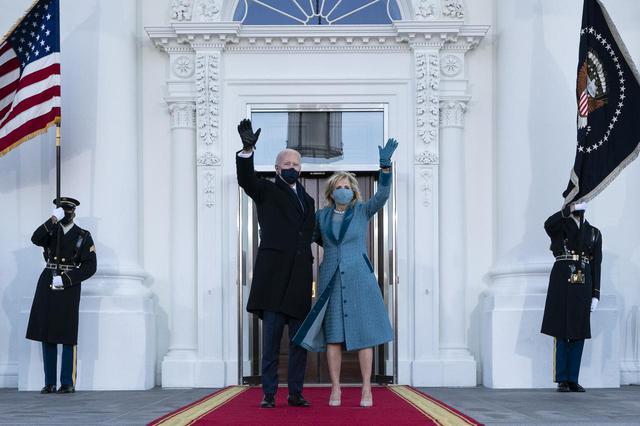画像1: 大統領就任式のドレスは注目の的