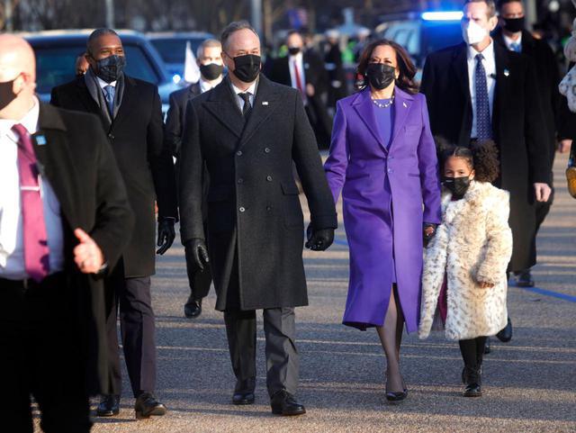 画像: ハリス副大統領に寄り添う姪の娘たちも話題に