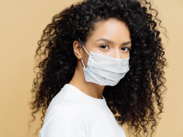 画像: 白マスクで肌がくすむのはなぜ?