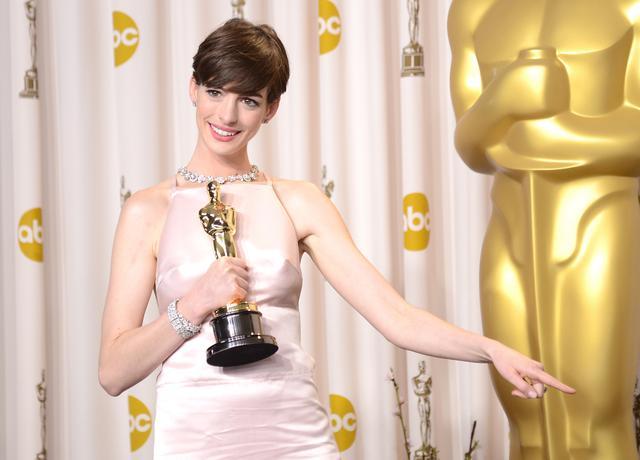 画像: 『レ・ミゼラブル』でアカデミー賞助演女優賞を受賞した際のアン・ハサウェイ(2013年)