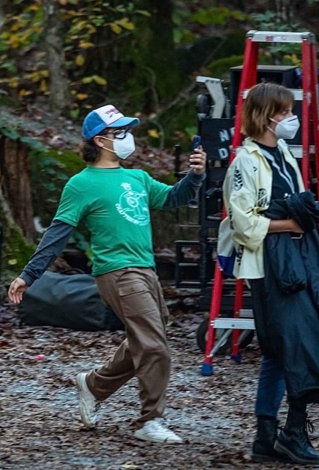 画像: シーズン4の撮影中にはしゃぐゲイテン・マタラッツォ。