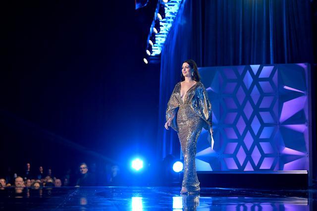 画像: Critics' Choice Awardsに参加した際のアン・ハサウェイ(2020年)