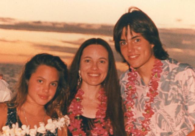 画像: 母ミシェリーヌと兄ジェームスと。