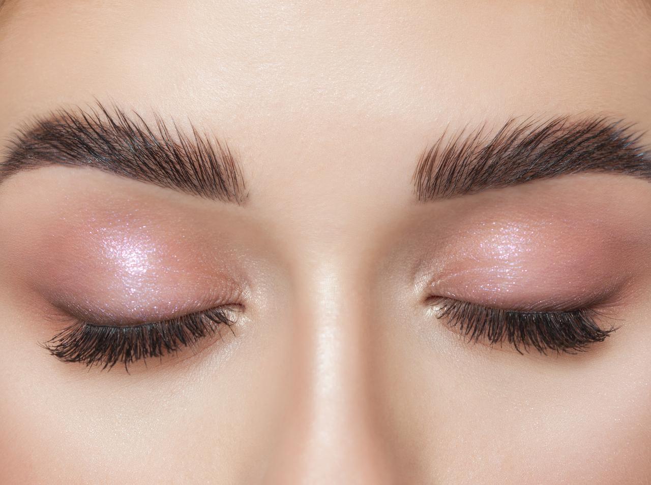 画像: 暗めの肌なら、イエローやピンク系