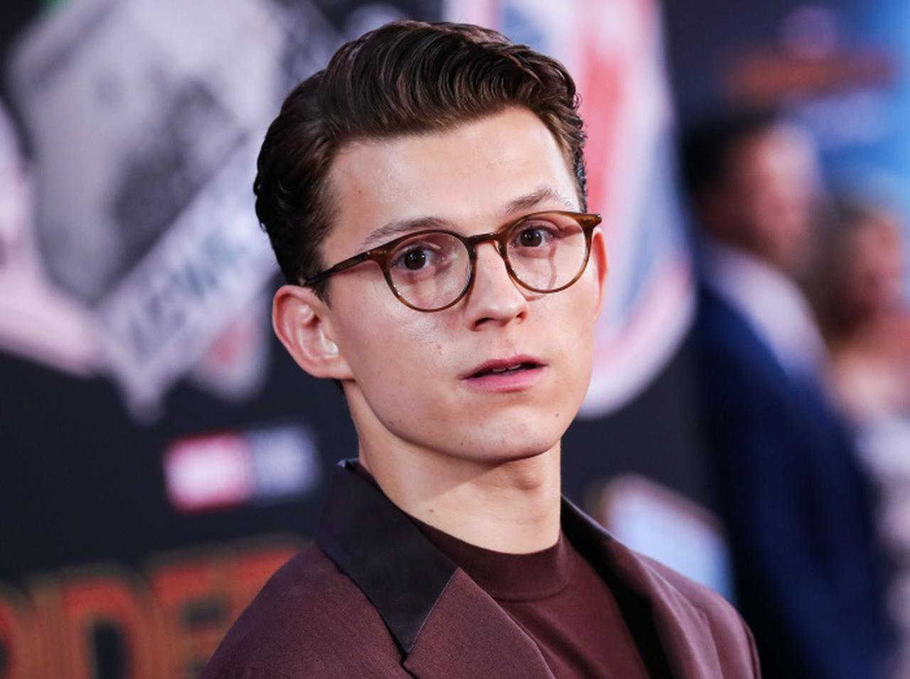 画像: トム・ホランド、成人なのに『スパイダーマン』で高校生っぽく見せたテクを明かす - フロントロウ -海外セレブ情報を発信
