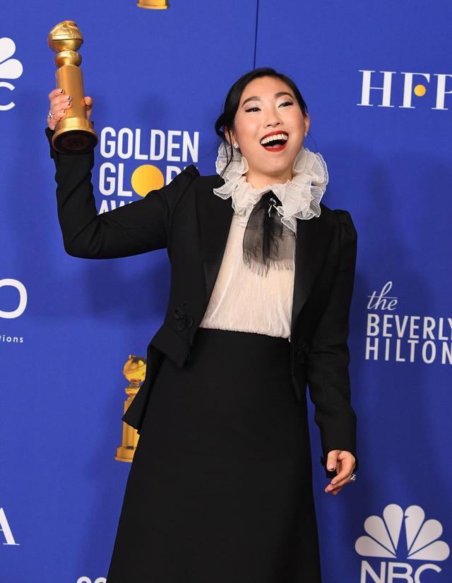 画像: 第77回ゴールデングローブ賞ミュージカル・コメディ部門で主演女優賞を受賞したオークワフィナ。