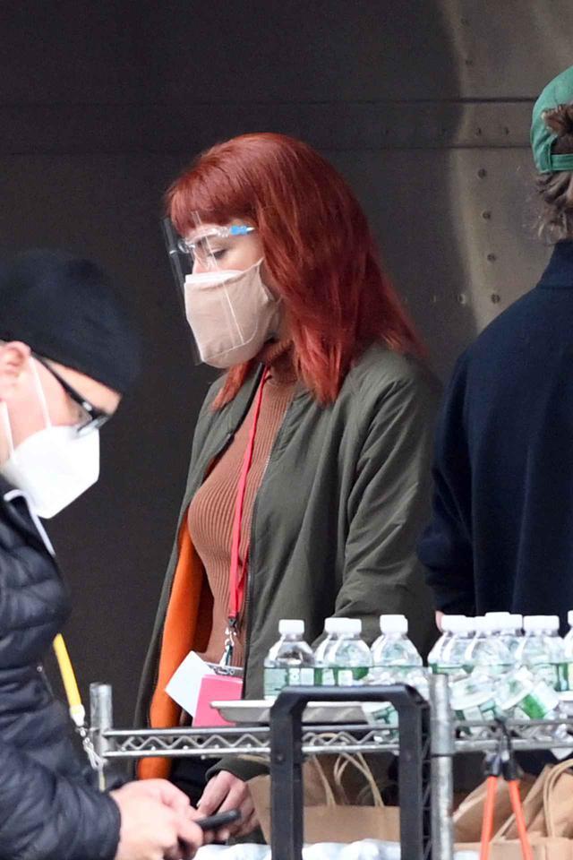 画像: 2020年12月に目撃された撮影現場でのジェニファー・ローレンス。